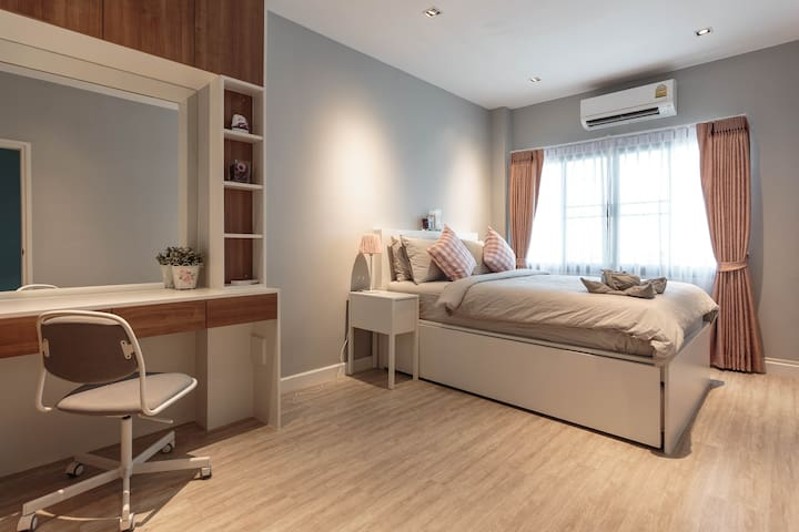 Private Chic room - 750m to MRT for Cat Lovers