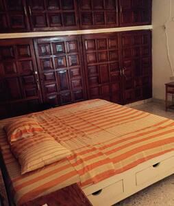 Hostal Kinbeh Private Room 2 - Valladolid - Bed & Breakfast