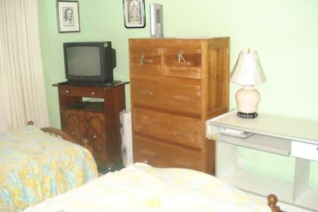 Dormitorio compartido con una chica estudiosa - Mexiko-Stadt