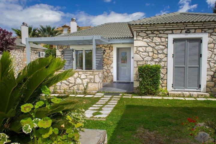 Lovely villa in complex of 2 separate villas, close to Laganas sandy beach