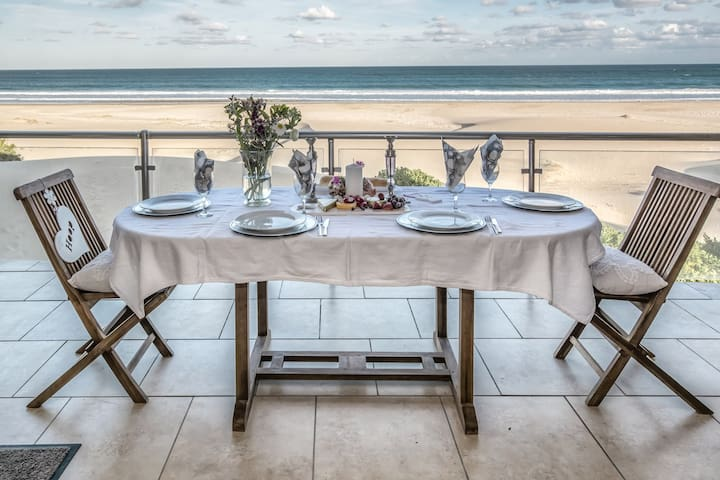 Self catering flat with stunning sea view (unit 7)