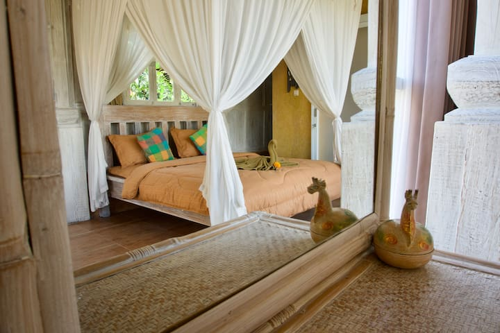 Light and airy studio with ricefield view & pool