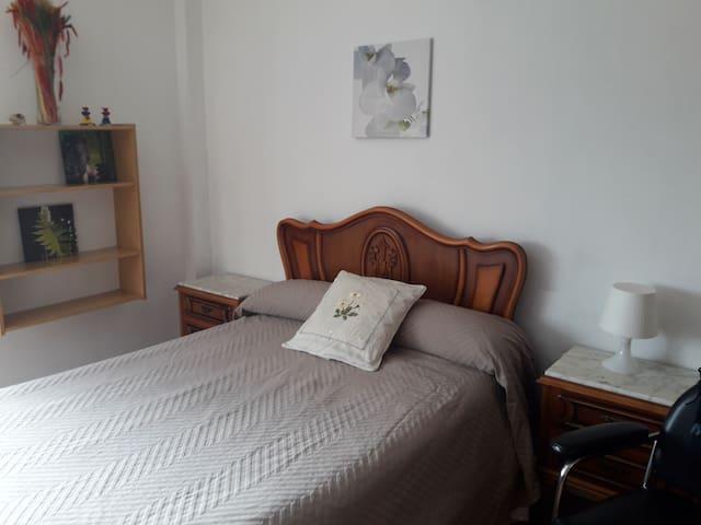 Alquiler habitación grande cama matrimonial