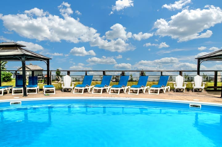 Bayfront Beach 6AB | Wasaga Beachfront Pool Condo