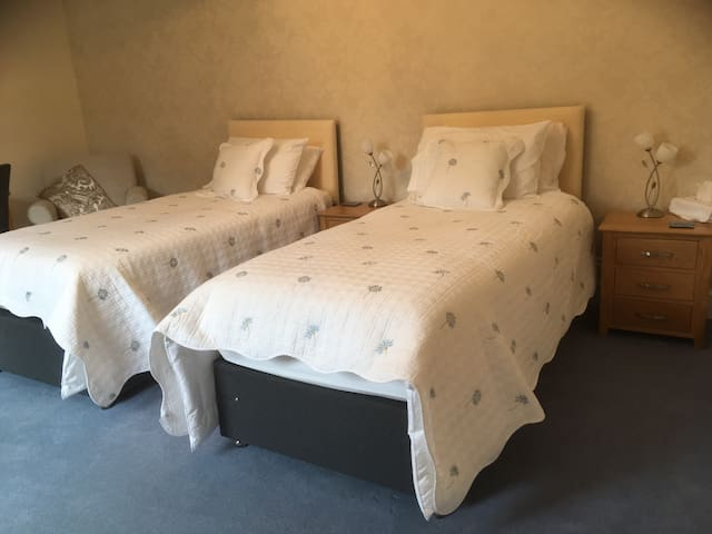 Twin room arrangement