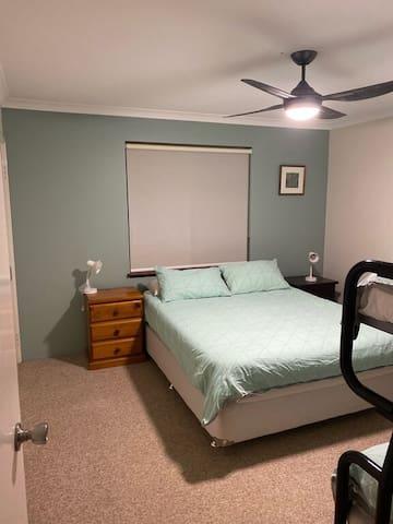 Bunk room - Queen bed.