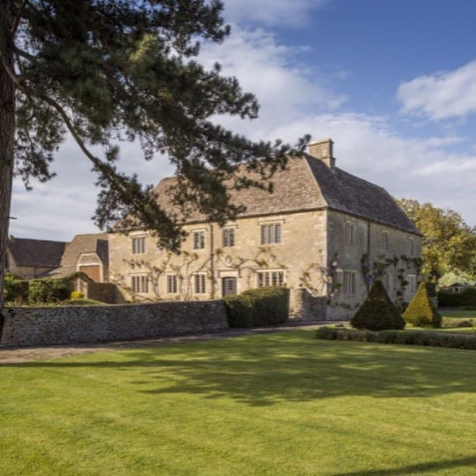 The East Wing, Pinkney Court, Malmesbury,Wiltshire