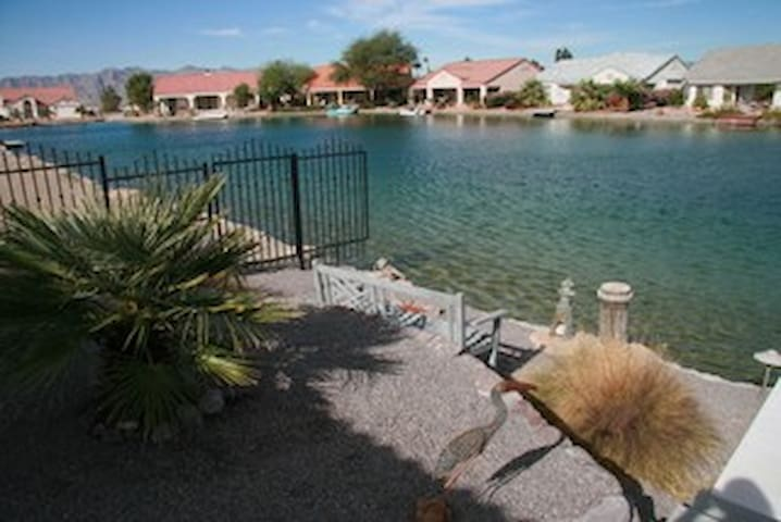 Resort Setting with Casinos & Golfing Nearby - Fort Mohave - House