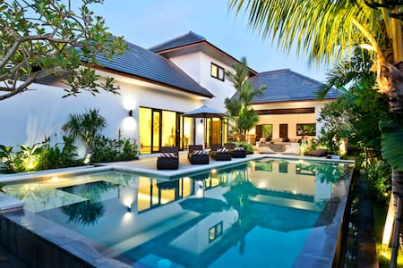 Luxury 3 BR Villa in Canggu - 400 m from the beach