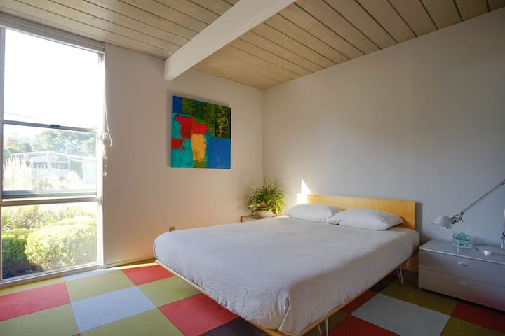 MCM Room with Private Bath in Eichler Original