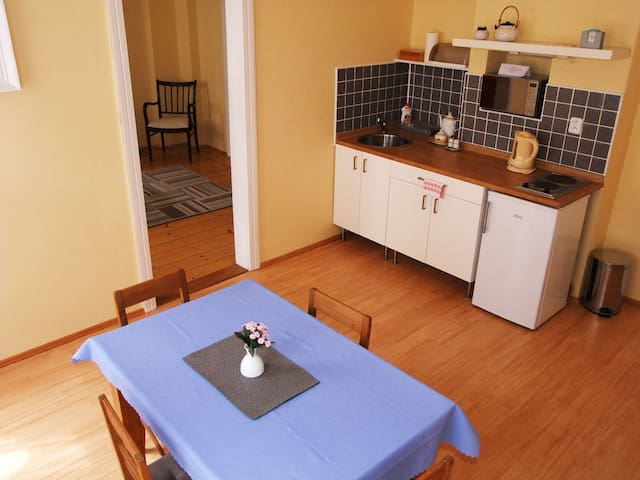 Homely apartment in the historical center - Bečov nad Teplou - Bed & Breakfast