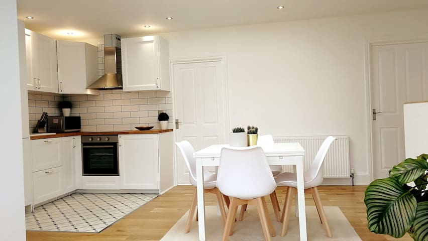 Beautiful 2 bed flat near Centre of Bromley