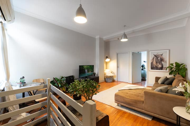 Entire house in Redfern with carpark and free wifi
