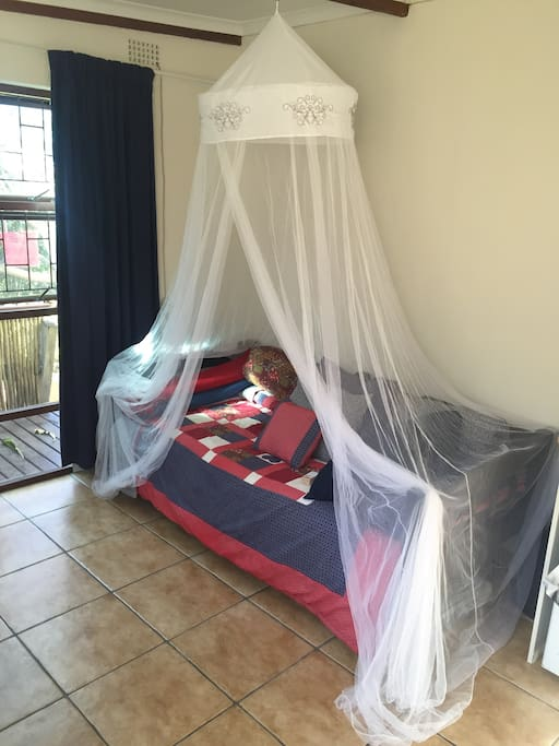 Single bed / couch with mosquito netting