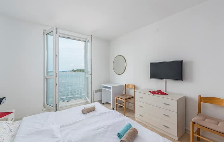 Tomicic Apartments / Old Town Apartment Tomicic with Direct Sea View III