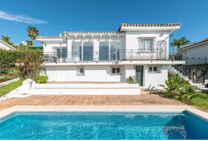Charming house quiet area in La Cala, private pool