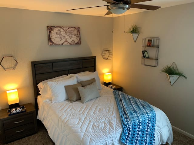 HGTV-style Room in Humble/Houston by IAH Airport