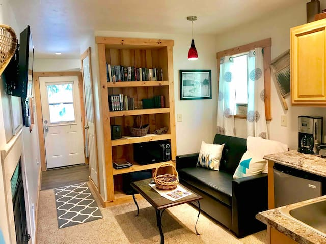 ✨Creekside Cottage✨ Near Ski Resorts & Hiking!