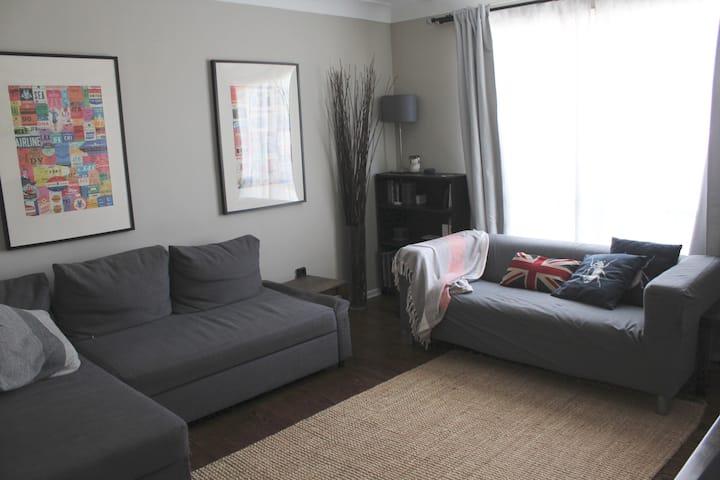 Quiet 2 Bedroom Hamilton Home