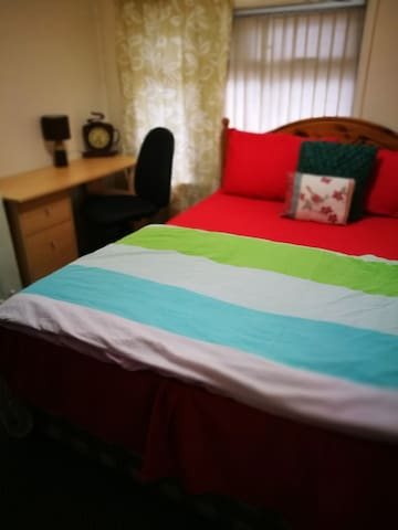 Big & Comfortable Queen Bed Room near Durham city