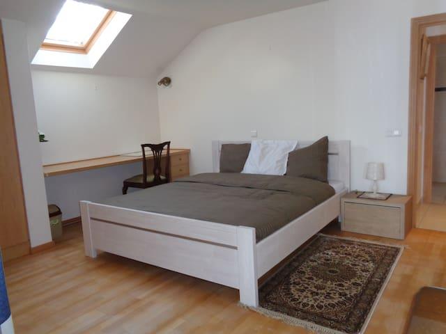 Chambre LOTUS - Waterloo - Apartment