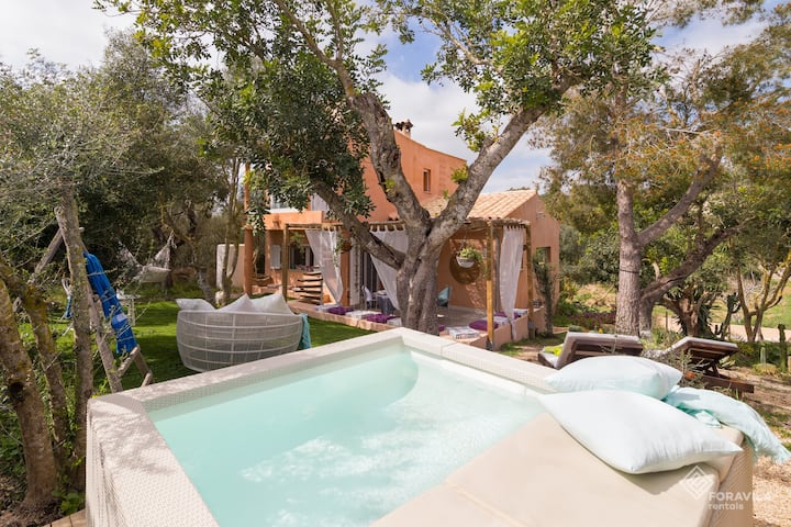 Can Marc. Tastefully decorated house with pool.
