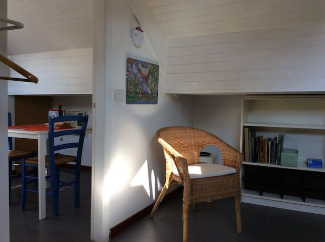 COZY ATTIC WITH PRIVATE BATHROOM, NEAR MM3. - Milan - Appartement en résidence