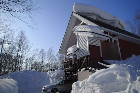 Great quiet location, cosy house in St Moritz - Niseko