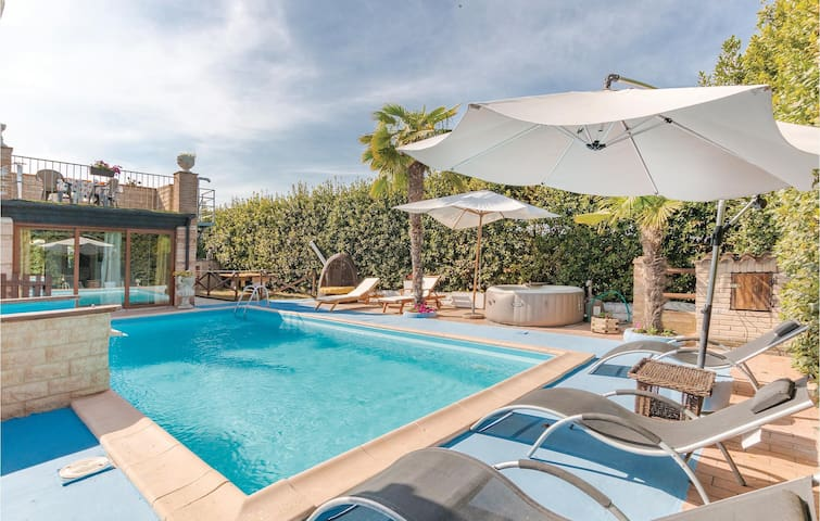 Holiday cottage with 3 bedrooms on 120m² in Civitanova Marche -MC-
