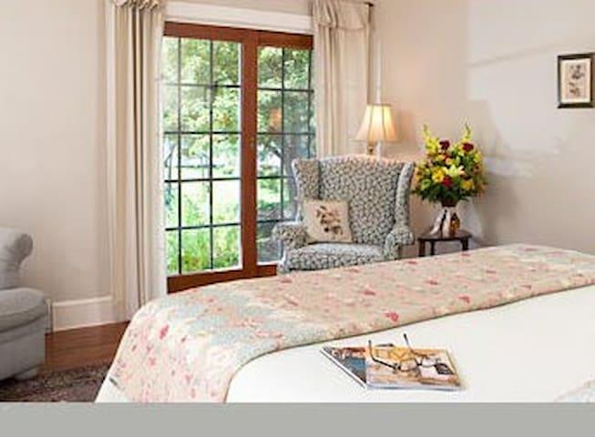 Flora Villa - Eagles Mere Inn - Eagles Mere - Bed & Breakfast