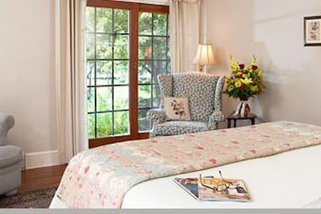 Flora Villa - Eagles Mere Inn - Eagles Mere