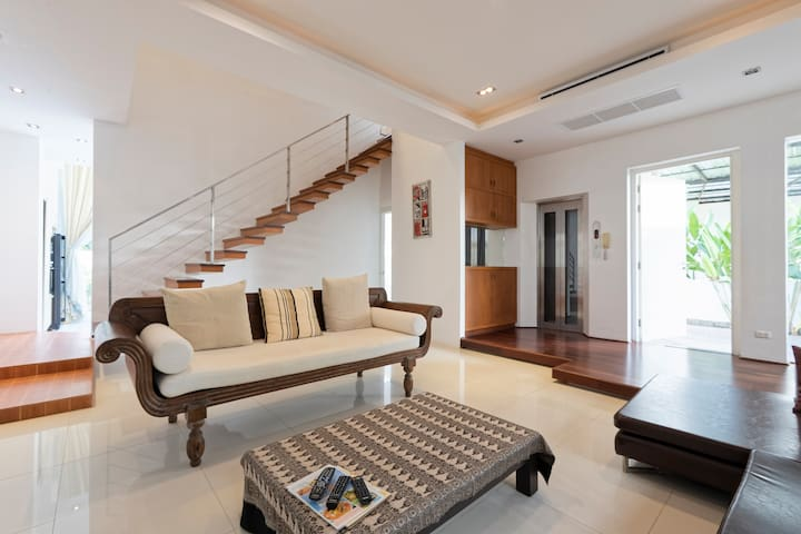 #1 Luxurious Designer Villa with Private Pool