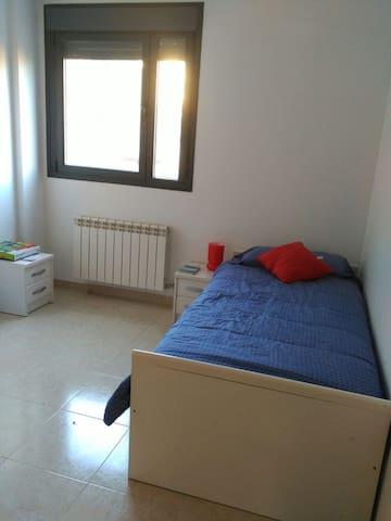 Habitación individual en Villa del Prado - Valladolid - Hus