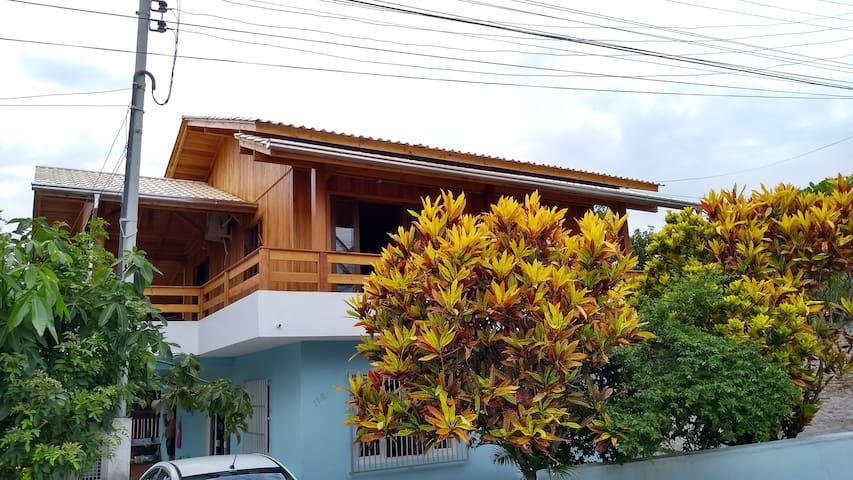 Casa a 20 Metros da Praia Mariscal e Canto Grande