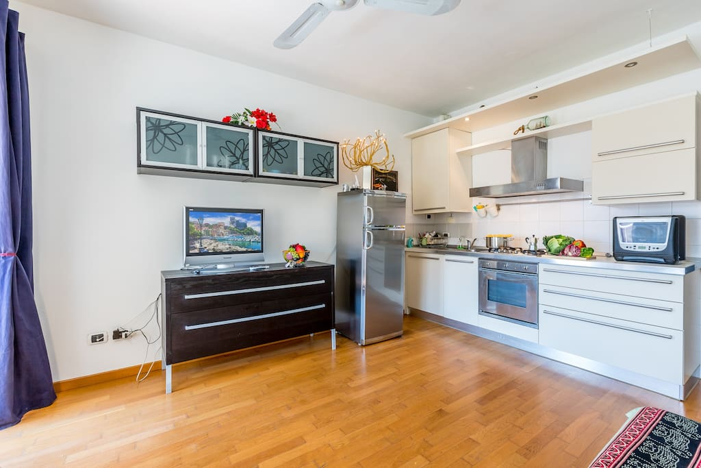 Full kitchen with oven, fridge,freezer, cooker hob and grill/oven
