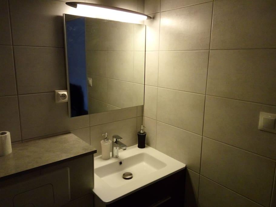 Salle de bain, WC, douche et machine à laver