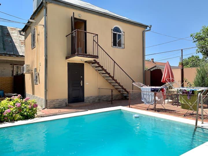 2-комнатная квартира с бассейном