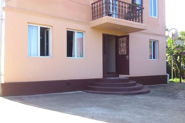 Comfortable Room By The Sea And Train Station - Batumi - Hus