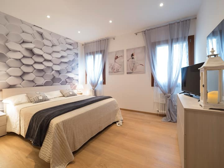 Rialto Deluxe 2 bedrooms, washer & WIFI