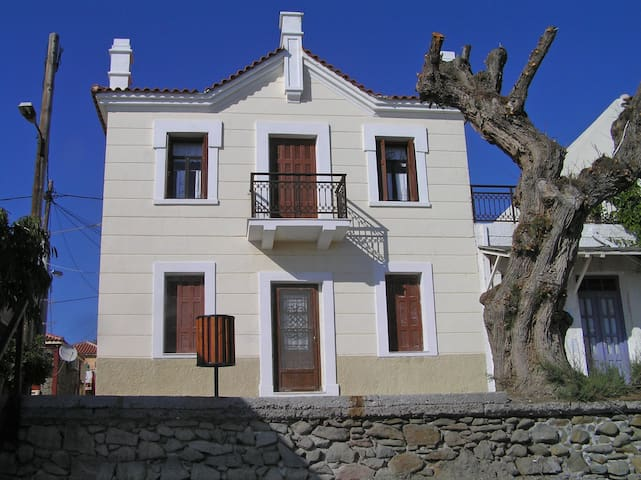 Traditional house-direct access to the sea&garden