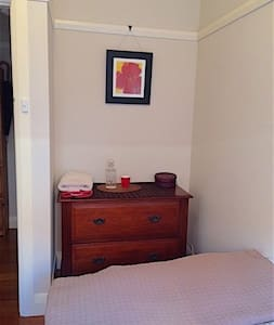 Adorable single in quirky Marrickville - Marrickville - Casa