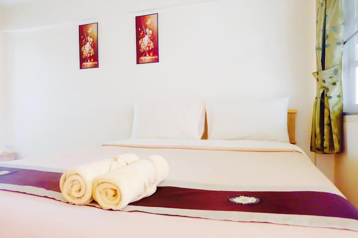 Standard AC Room w ensuite Bathroom @Old CIty - Chiang Mai - Apartamento