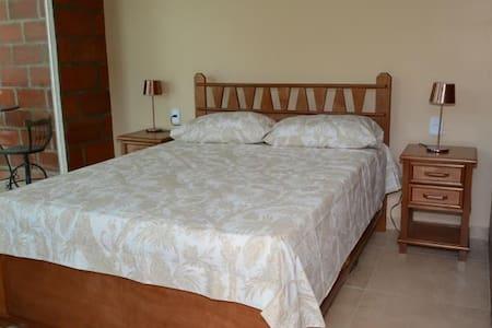 Suite aconchegante com varanda na Ilha da Gigoia