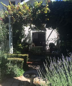 Welcoming Cottage in Claremont