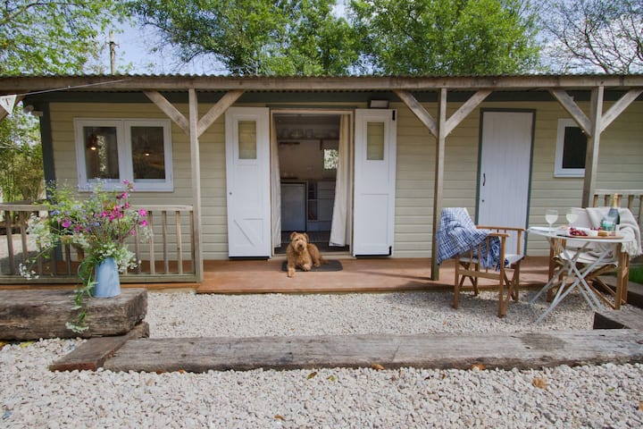 Fisher's Hut - Falmouth dog friendly with fire pit