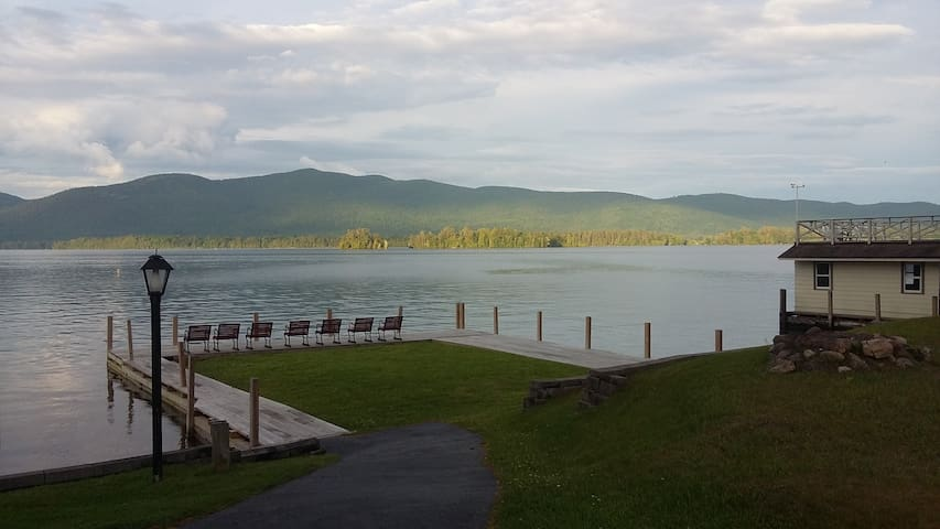 2 Bedroom Suite On Lake George!