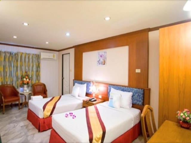 Comfy Deluxe Family Room at Chaipat Hotel