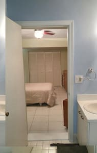 PRIVATE ENTRANCE, ROOM/BATH BEST SMALL TOWN IN USA - Delray Beach - House