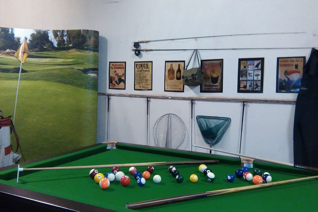 Games Room - Snooker - Ice Hockey - Gym - Sports Room - Storage for Motor Bikes - Trailors