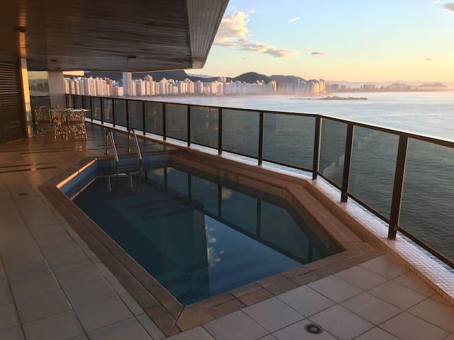 Apartamento de luxo com incrível vista para o mar